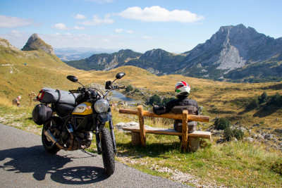 Andrea, una Ducati e la bellezza del Montenegro