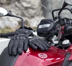 I guanti da moto perdono colore? Ecco come risolvere!